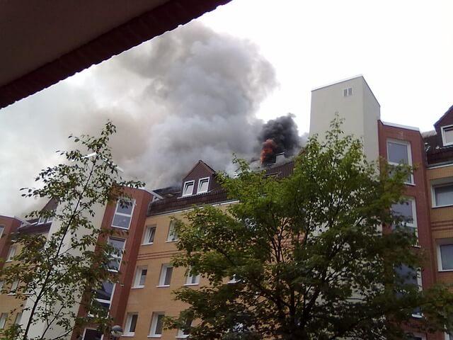 ¿Cuáles son las capas de seguridad contra incendios en edificios?
